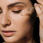 رتینول چیست و چه تاثیری بر روی پوست دارد ؟ فواید و مزایای رتینول