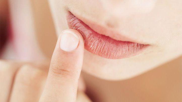 درمان خشکی و پوسته پوسته شدن لب ها در پاییز و زمستان