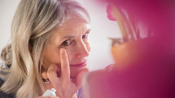 برطرف کردن و درمان چین و چروک های اطراف چشم ، جلوگیری از چروک دور چشم