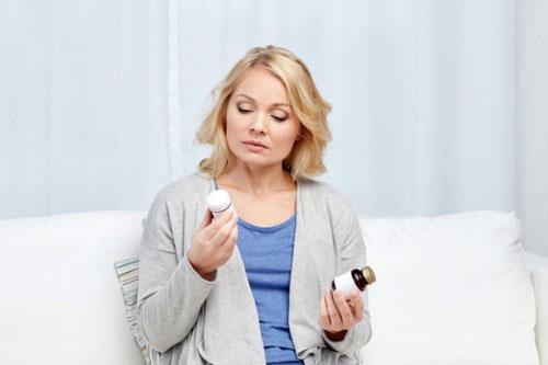 نکاتی که باید در هنگام مصرف مولتی ویتامین ها و مکمل ها در نظر بگیریم ، فواید و خطرات مصرف روزانه