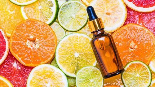 مزایا و معایب سرم ویتامین سی برای پوست خشک